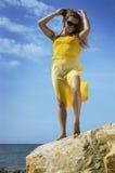 belle fille sur une plage   Photo stock