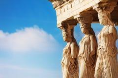 Belle fin vers le haut de vue de statues d'Erechtheion Image libre de droits