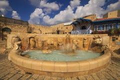 Belle fontaine avec des signes de zodiaque Jaffa, Tel Aviv Photo libre de droits