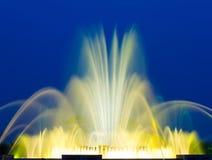 Belle fontaine musicale colorée Photographie stock