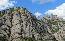 Belle formazioni rocciose a forma di insolite della montagna di Montserrat, Spagna Fotografia Stock