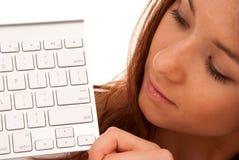 Belle giovane donna e tastiera immagini stock