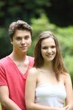 Belle giovani coppie adolescenti Fotografie Stock Libere da Diritti