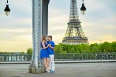 Belle giovani coppie di datazione a Parigi Fotografia Stock Libera da Diritti