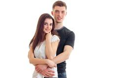 Belle giovani coppie sorridenti romantiche che stringono a sé e primo piano di sguardo in avanti Immagini Stock Libere da Diritti