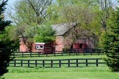 Belle grange rouge Images libres de droits