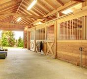 Belle grange stable propre Photo stock