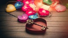 Belle guirlande en forme de coeur colorée, touche fonctions étendues et h ouvert Photos libres de droits