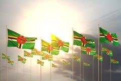 Belle illustration du drapeau 3d de Jour de la Déclaration d'Indépendance - beaucoup de drapeaux de la Dominique dans une rangée  illustration stock