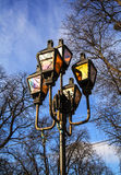 Belle iluminazioni pubbliche sui precedenti del cielo Immagini Stock Libere da Diritti