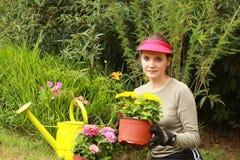 Belle jardinière de femme image libre de droits