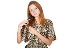 Belle jeune blonde avec le peigne Photographie stock libre de droits