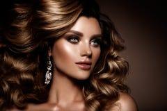 Belle jeune brune avec le maquillage Image stock