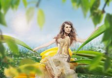 Belle jeune dame images stock