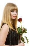 Belle jeune dame avec la rose de rouge Photo stock