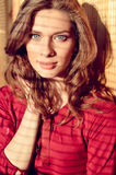 Belle jeune dame d'yeux bleus avec l'ombre de Photographie stock