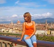 Belle jeune femme à Florence image stock
