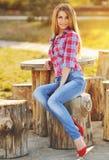Belle jeune femme à la mode Images libres de droits