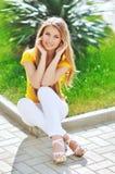 Belle jeune femme à la mode Image libre de droits