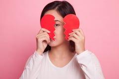 Belle jeune femme asiatique avec le coeur brisé Image libre de droits
