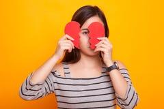 Belle jeune femme asiatique avec le coeur brisé Images stock