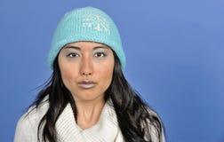 Belle jeune femme asiatique - l'hiver froid Photographie stock libre de droits