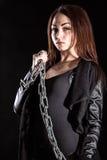 Belle jeune femme avec des chaînes Image stock