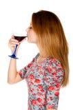 Belle jeune femme avec la boisson alcoolisée Image libre de droits