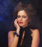 Belle jeune femme avec la coiffure magnifique photos libres de droits