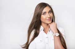 Belle jeune femme avec la montre-bracelet photo libre de droits