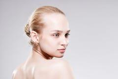 Belle jeune femme avec la peau fraîche propre Images libres de droits
