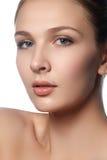 Belle jeune femme avec la peau fraîche propre Portrait de beautif Image stock