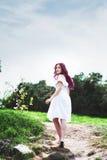 Belle jeune femme avec les cheveux roses Images libres de droits