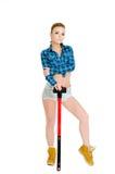 Belle jeune femme avec un marteau Image stock
