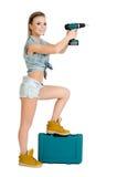 Belle jeune femme avec un tournevis électrique Photographie stock libre de droits