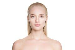 Belle jeune femme blonde avec de longs cheveux de Slicked image stock