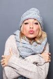 Belle jeune femme blonde boudante se sentant sexy pour le jour de valentines Image stock
