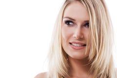 Belle jeune femme blonde réfléchie Image stock
