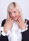 Belle jeune femme cachant son visage avec des mains Images stock