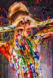 Belle jeune femme couverte de peintures Image libre de droits