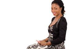 Belle jeune femme d'affaires à l'aide du téléphone portable Photographie stock libre de droits