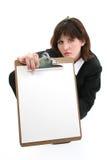Belle jeune femme d'affaires avec le panneau de clip Photos stock