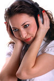 Belle jeune femme d'asain avec des écouteurs Image libre de droits