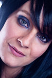 Belle jeune femme de brune avec de longs cheveux droits photos stock