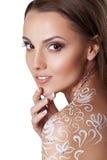 Belle jeune femme de charme avec l'art de corps de fleur d'imagination Photographie stock