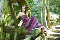Belle jeune femme de portrait Photos stock