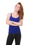 Belle jeune femme de sourire avec les cheveux rouges Photographie stock libre de droits