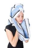 Belle jeune femme nettoyant son visage avec a Images libres de droits