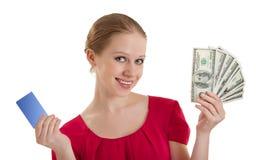 Belle jeune femme, par la carte de crédit, argent d'argent comptant, Image libre de droits