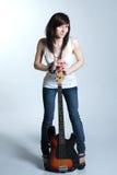 Belle jeune fille avec la guitare Photographie stock libre de droits